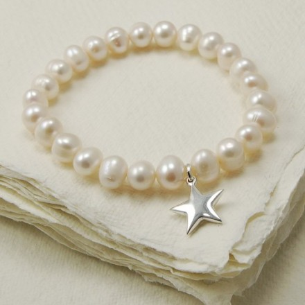 Freshwater pearl stretch bracelet with silver star charm